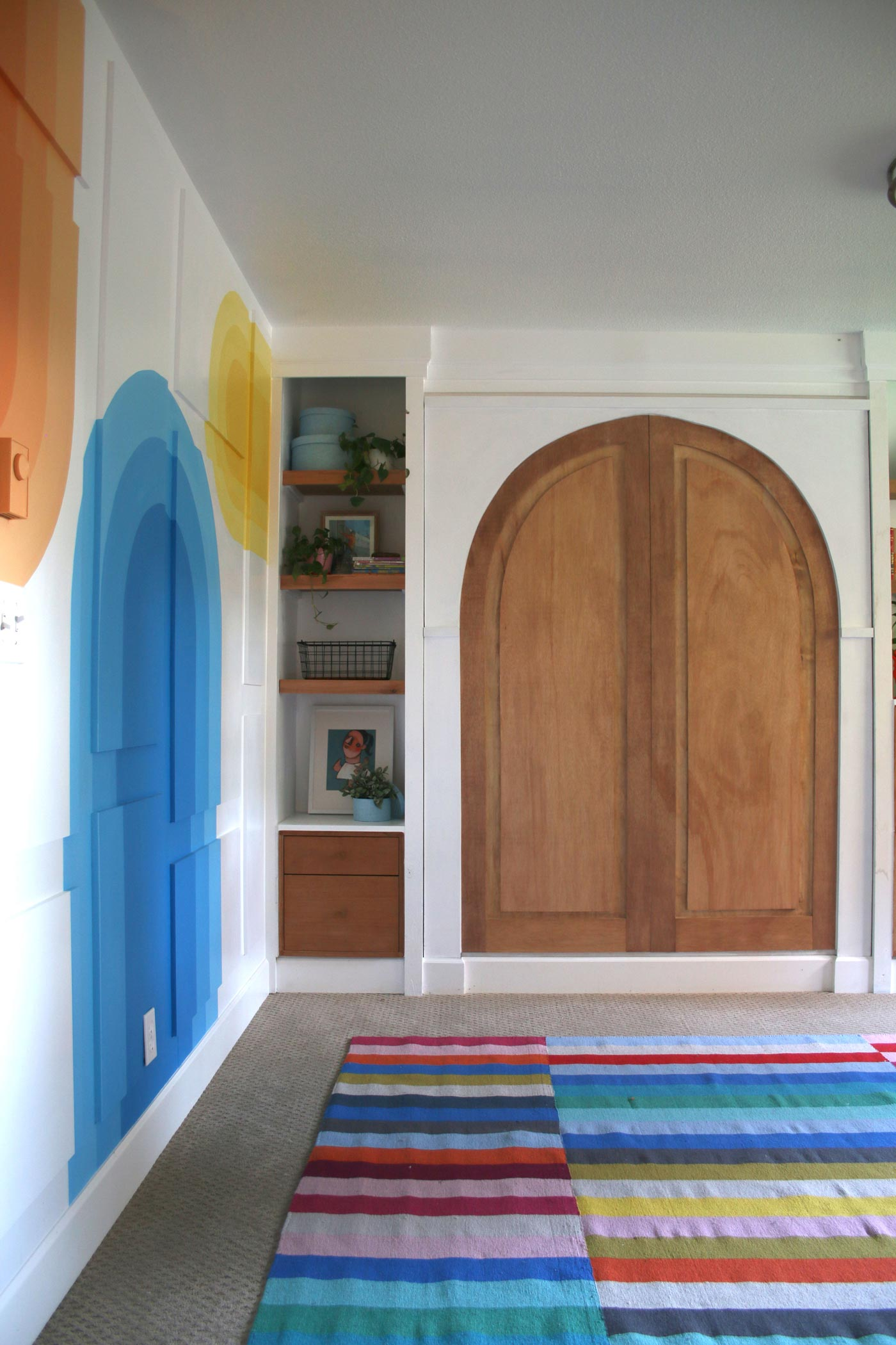 feature-wall-with-painted-arches-and-murphy-bed-with-arched-doors